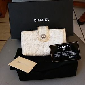 Elegant authentic Chanel O wallet Italy